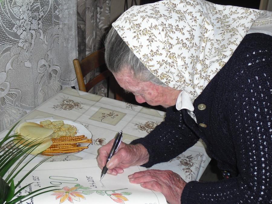 634d01ca3 K jubileu jej popriala všetko najlepšie, predovšetkým veľa zdravia,  starostka obce Janka Horňáková. Pri príležitosti životného jubilea bol  vykonaný zápis do ...